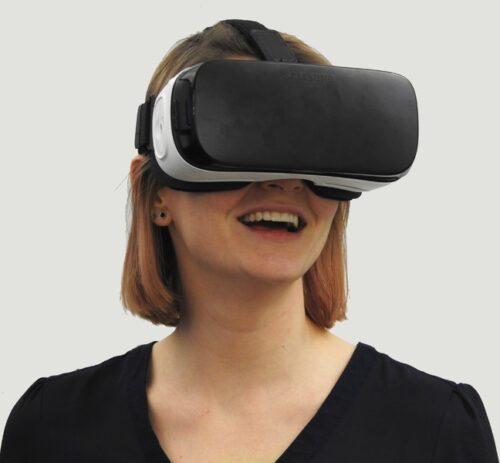 Woman wearing electronic glasses